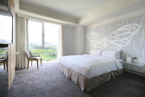 A bed or beds in a room at Dandy Hotel-Daan Park Branch