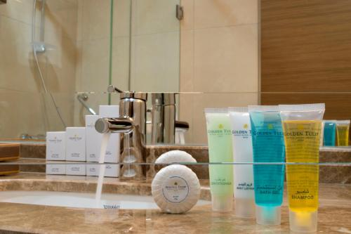 حمام في فندق جولدن توليب الدمام الكورنيش