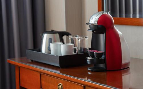 Принадлежности для чая и кофе в Отель Ренессанс Самара