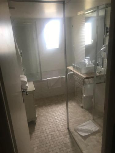 Salle de bains dans l'établissement Mas des Carassins