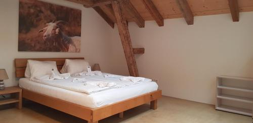 A bed or beds in a room at Easy-Living Apartments Lindenstrasse 21