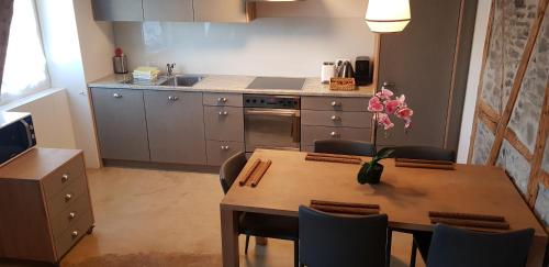 A kitchen or kitchenette at Easy-Living Apartments Lindenstrasse 21