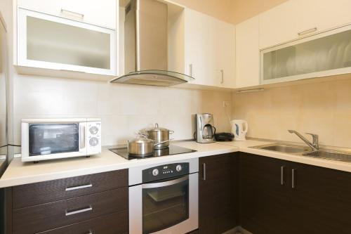 Kjøkken eller kjøkkenkrok på Villa Kallisto2br2bth Villa With Private Pool And Stunning Sea Views