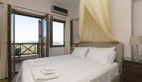 En eller flere senger på et rom på Villa Kallisto2br2bth Villa With Private Pool And Stunning Sea Views