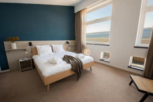A bed or beds in a room at Poort Beach Boutique Apartments
