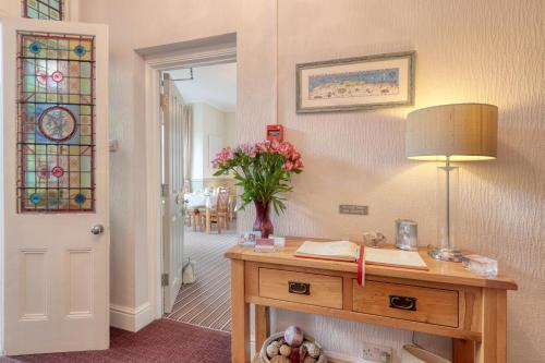 A bathroom at Ellinbrook Guest House
