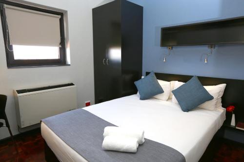 Кровать или кровати в номере Morning Star Express Hotel