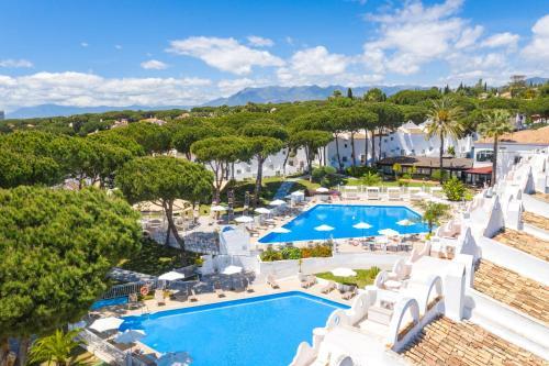 Uitzicht op het zwembad bij VIME La Reserva de Marbella of in de buurt
