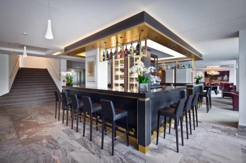 El salón o zona de bar de Mondorf Parc Hotel