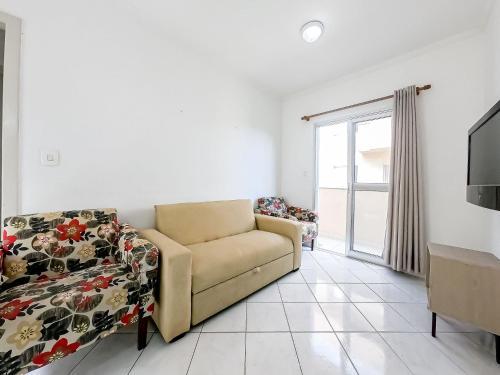 Uma área de estar em Apartamento na Martim de Sa - Caragua