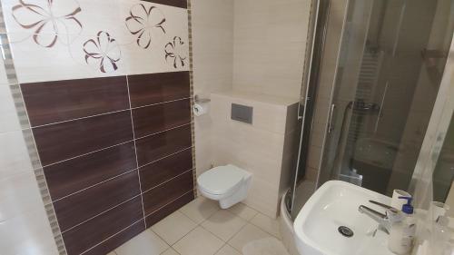 Łazienka w obiekcie Hotel E7