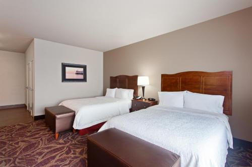 A bed or beds in a room at Hampton Inn Seattle/Everett Downtown