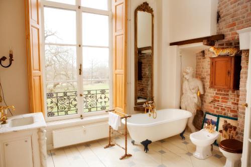 Een badkamer bij Kasteel Sterkenburg