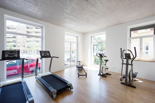 The fitness center and/or fitness facilities at Nest Temporary AG - Apartments an der Kanzleistrasse