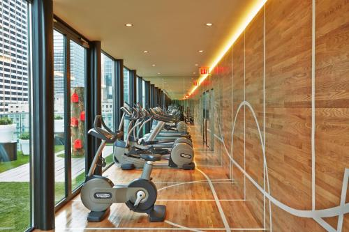 The fitness centre and/or fitness facilities at citizenM New York Times Square