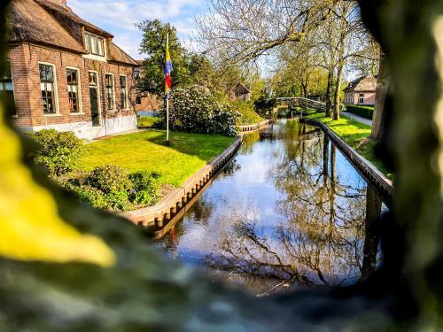 De Dames Van De Jonge Hotel Restaurant Giethoorn, Netherlands