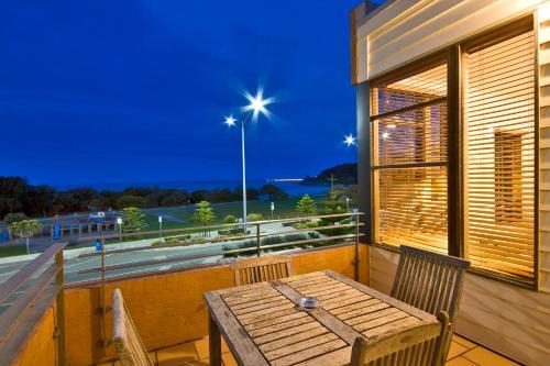 A balcony or terrace at Lornebeach Apartments