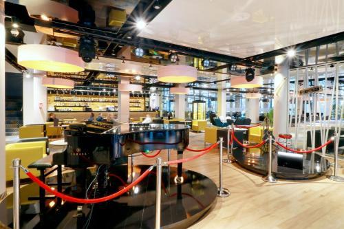 The lounge or bar area at Hamilton SPA & Wellness