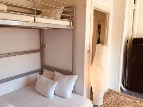 A bed or beds in a room at Nice room in apartment in Amager