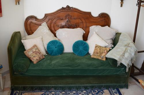 A bed or beds in a room at Cocooning