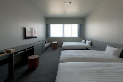 A bed or beds in a room at KAIKA TOKYO by THE SHARE HOTELS