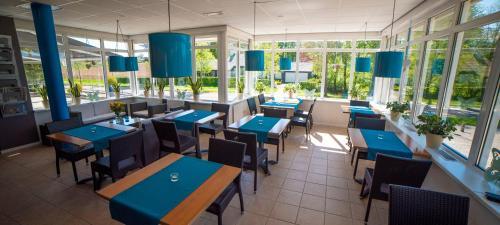 Een restaurant of ander eetgelegenheid bij De Heek