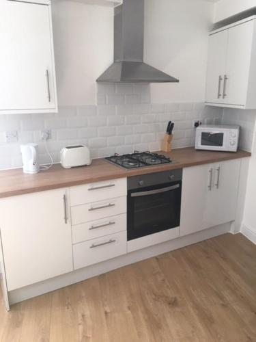 A kitchen or kitchenette at Nate Silver Apartment Gillingham