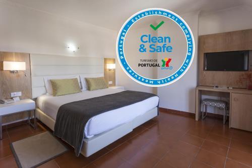 Uma cama ou camas num quarto em Best Western Hotel Dom Bernardo