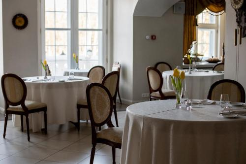 A restaurant or other place to eat at Malpils Manor