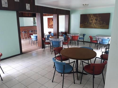 A restaurant or other place to eat at Hotel Colon Palace