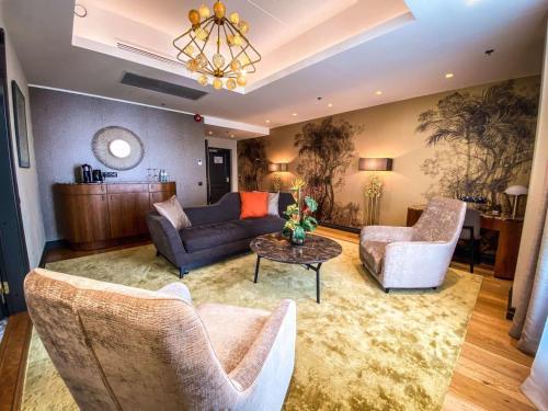 Istumisnurk majutusasutuses V Spa & Conference Hotel