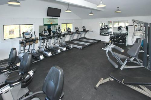 The fitness center and/or fitness facilities at Island Club 1