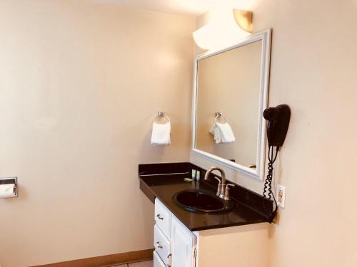 A kitchen or kitchenette at Carmel Resort Inn