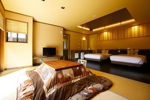 A bed or beds in a room at Hanare no yado Kamigakure