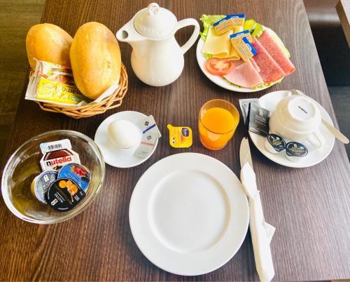 Frühstücksoptionen für Gäste der Unterkunft Pension Am Pollingpark