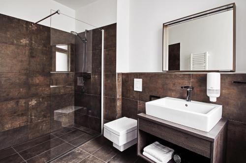A bathroom at GRONERS Leipzig
