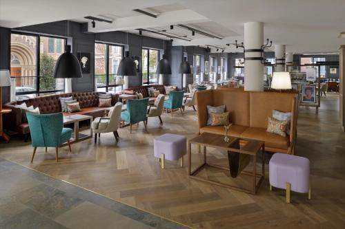 A restaurant or other place to eat at Mövenpick Hotel The Hague