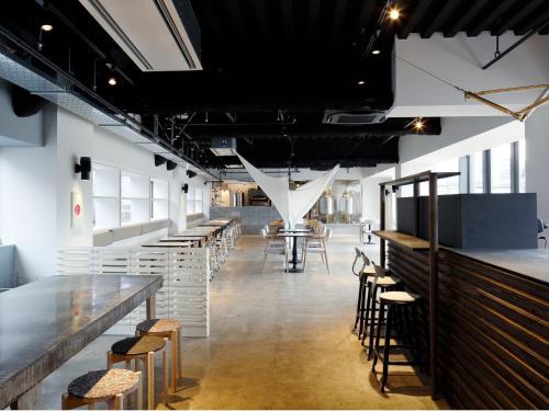 The lounge or bar area at The Share Hotels Lyuro Tokyo Kiyosumi