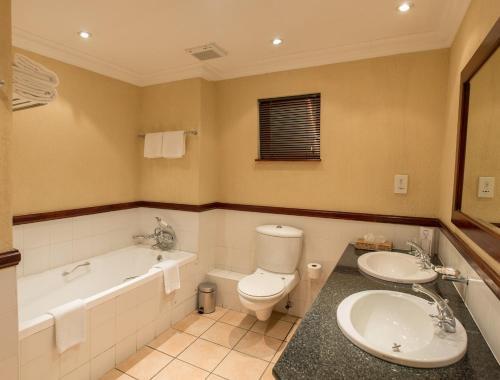 A bathroom at Peermont Mondior Hotel