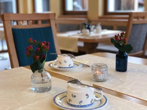 A restaurant or other place to eat at Hotel Garni Landhaus Florian