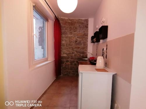 A kitchen or kitchenette at Mirta & Eva Apartments