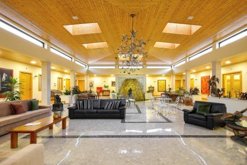 The lobby or reception area at Casa da Alzira