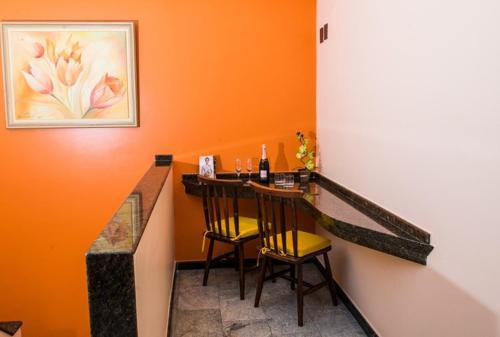 Espaço para refeições no motel