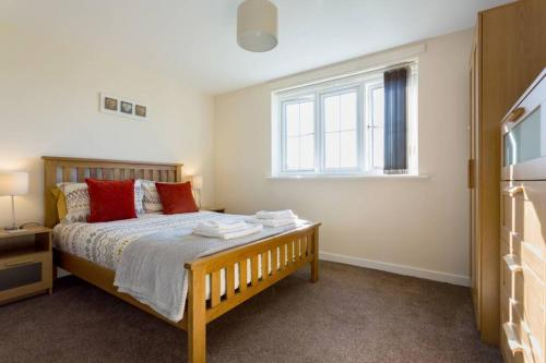 A bed or beds in a room at Spacious 2Bedroom 2Bathroom Apartment.Scenic Views