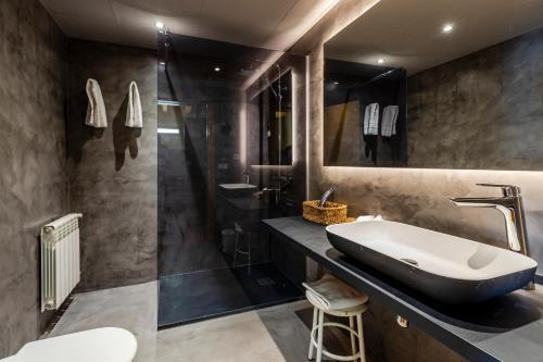 A bathroom at Apartaments Sant Moritz