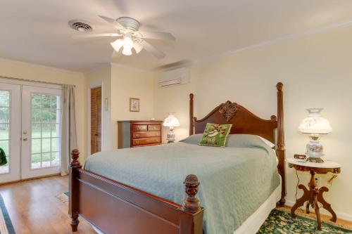 A bed or beds in a room at Marl Inn Bed and Breakfast
