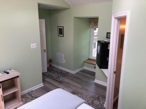 A television and/or entertainment center at Marl Inn Bed and Breakfast