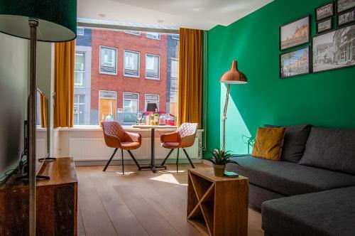 A seating area at Bed en Borrel Het Wijnhuis