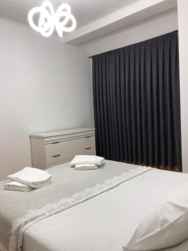 A bed or beds in a room at Comfort Deluxe Kosmos Apartments