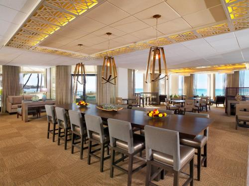 A restaurant or other place to eat at Moana Surfrider, A Westin Resort & Spa, Waikiki Beach